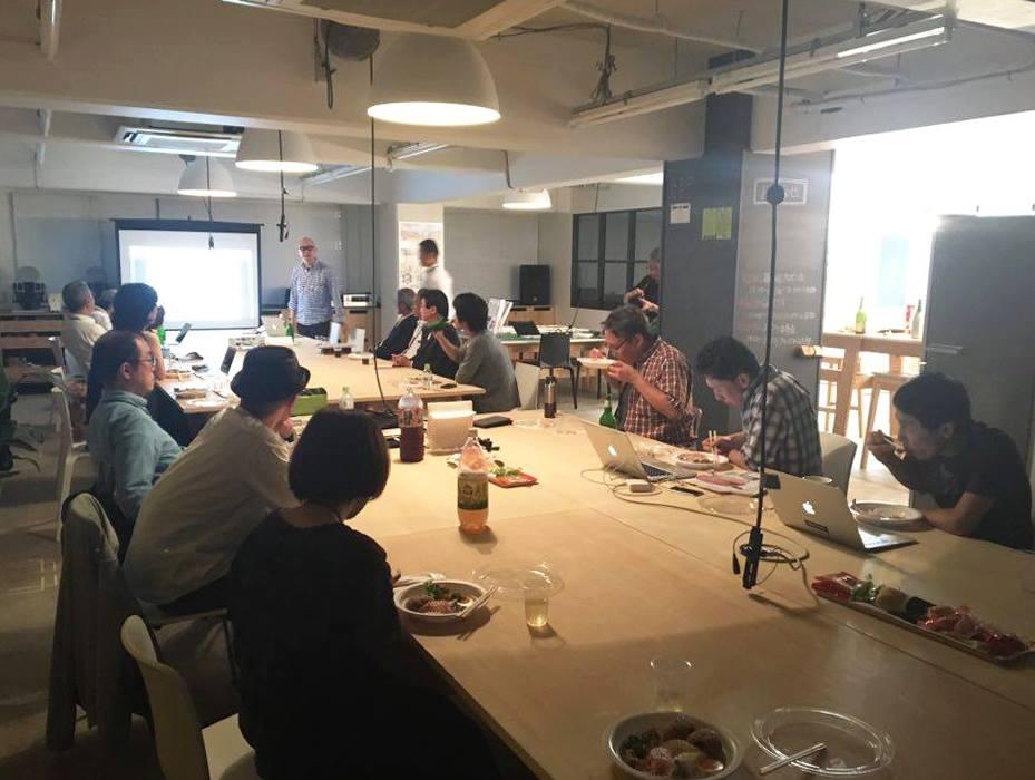 先日22日、私たちの入っているco-lab墨田亀沢で第3回プレゼン会がありました! 最近入会者も増え、第2回に比べ倍近い参加者に。 地元、墨田区のお弁当屋さんのご飯をたべつつ、お酒も入って和やかな雰囲気のなか、新メンバーの自己紹介や、入会しているクリエイターさん同士のコラボ製品の発表などが行われました。 ますます発展させていきましょう!